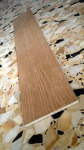 gres porcellanato effetto legno;